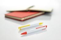 19501a długopis plastikowy z białym korpusem
