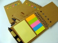 8107m-13 Notes z długopisem i znacznikami
