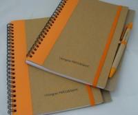 104979c-03 Notes A5 z kolorowym grzbietem i długopisem pod nadruk reklamowy