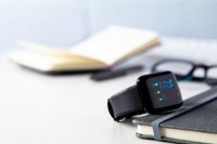144372c-10 Smartwatch z kablem USB