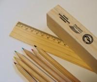 851080c Zestaw kredek w drewnianym piórniku