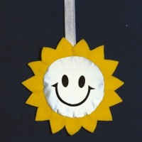 38377p Maskotka Słońce odblask