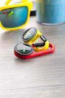 132874c-02 brelok kompas z karabińczykiem kolor