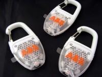 10425600f Odblaskowy karabińczyk z diodą LED