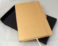 10705200f Metaliczny notatnik A5 z gumką i tasiemką LINIA